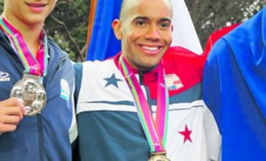 Crespo (centro) se colgó la medalla de oro. Foto: Cortesía
